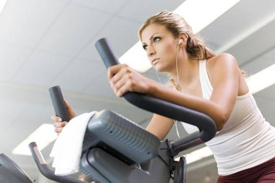 veja_a_diferenca_entre_fazer_exercicios_em_bicicletas_ergometricas_vertical_horizontal