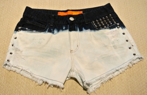 2012-11-19-diy-shorts-descolorido-spikes-12